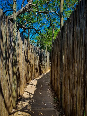 Mkuze Game Reserve, África do Sul: Walkway to the hides, very well maintained, and clean