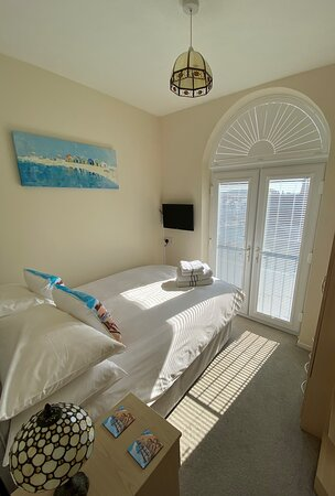 Room 7 Small double Hypnos bed with en-suite