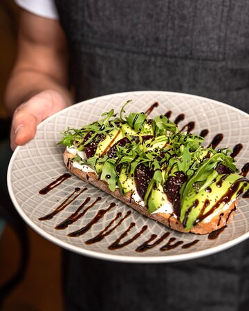 Avocado toast with beetroot and cream cheese