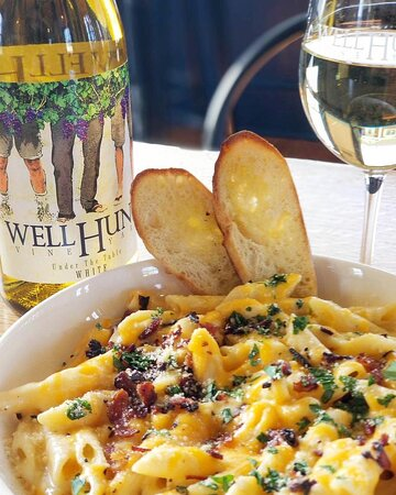 Penne Mac & Cheese: Penne pasta, bechamel cheese sauce blend, panko bread crumbs, bacon, sliced baguette