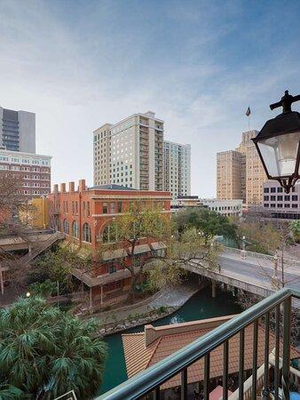 Hotel Valencia Riverwalk Cityview