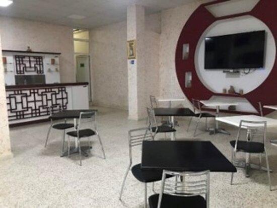 Un espace de détente et cafétéria avec self-service est proposé à nos convives où café et boissons chaudes sont disponibles.