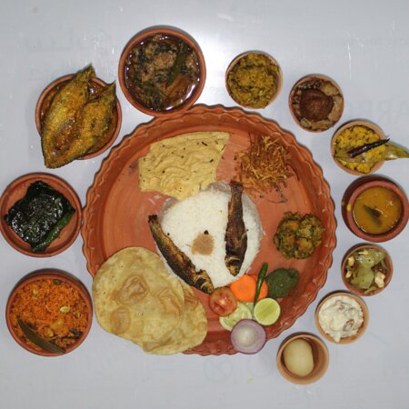 Maharaja Fish Thali with 21 items including 4 types of fish  Rs.500/- in Clay Pot Packing