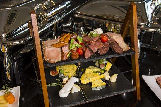 Szeroki wybór podczas bufetu śniadaniowego zapewnia naszym Gościom dobry humor już od rana.