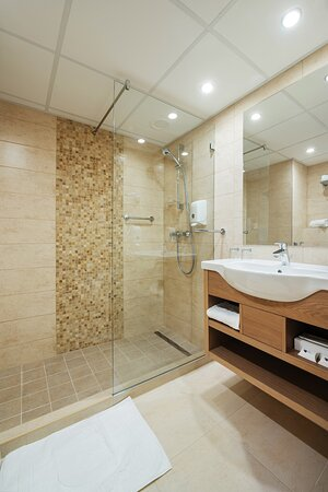 Standard and superior double room - bathroom