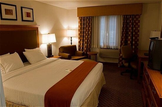 Standard room with a king size bed