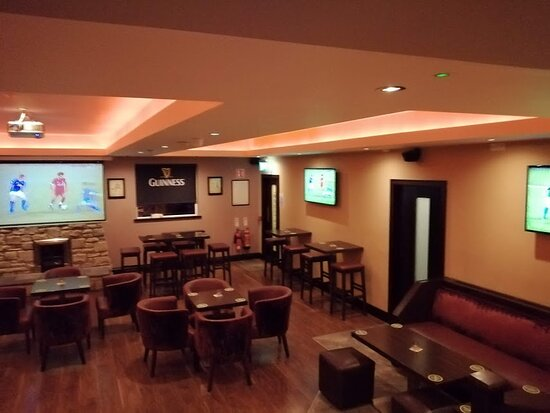 Arva, Ireland: Flat screen televisions in the lounge.
