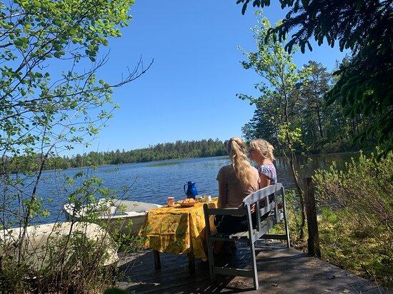 Blekinge County, Sweden: Frühstück am See im Ferienhausurlaub in Schweden