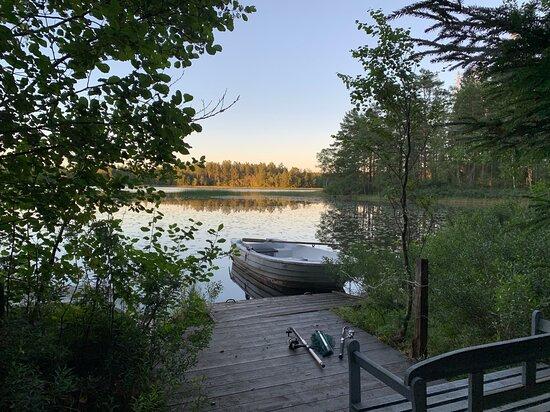 Blekinge County, Sweden: Abendstimmung bei Sonnenuntergang am Wasser direkt am See Svarthövden am Ferienhaus Blanken in Südschweden