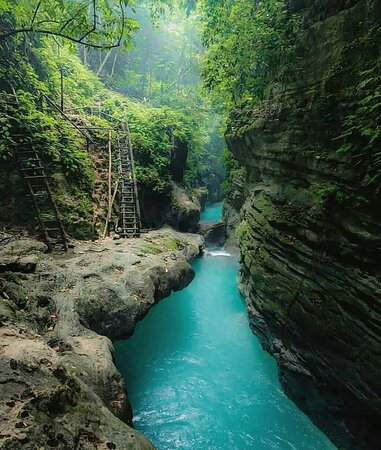 Hidden paradise in the Philippines! Who would you take? FOLLOW US and book with us https://gtcusa.globaltravel.com 🏝😉