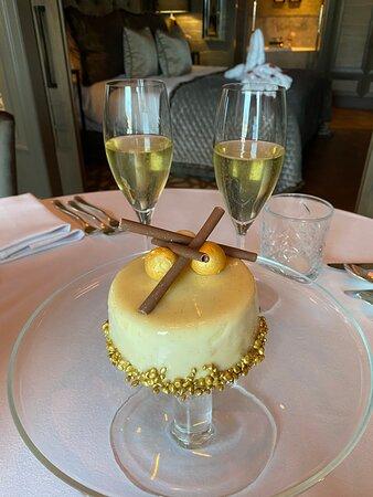 Een goddelijk taartje voor de jarige job!!