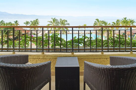 Junior Suite - Pool & Ocean Balcony