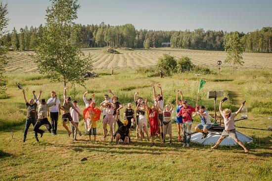 Joutsa, Finlandia: Haihatus art field and summer exhibiton artist in 2020. / Haihatuksen taidepelto ja kesänäyttelyn taiteilijoita.  Photo / kuva: Ilona Savitie