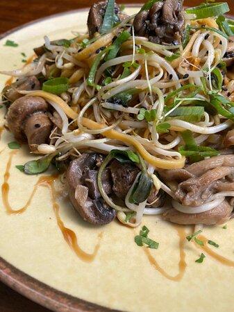 Dom Eko Restaurante - Orgânico de verdade! Sem transgênico, sem veneno, sem conservantes químicos e sazonal. Desfrute dessa experiência gastronômica de sabores do mundo.