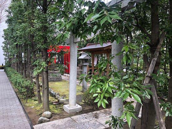Nichiden Tamagawa Inari Shrine
