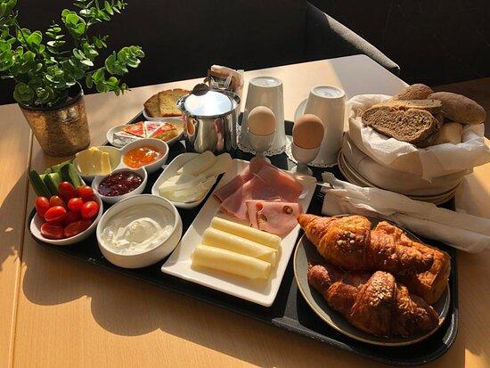 Ghazir, Li Băng: Our Continental Breakfast