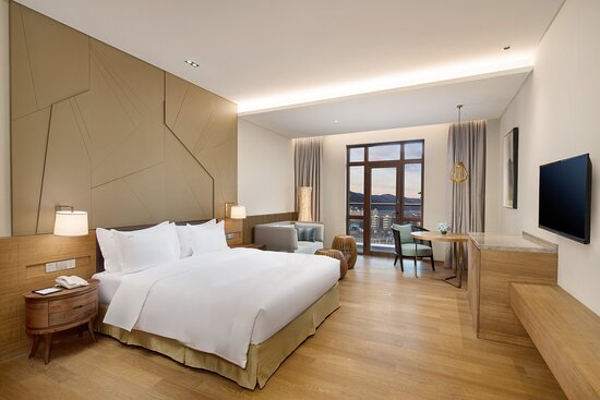 1 King Bed Superior Room