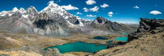 Ocongate, Peru: SIETE LAGUNAS: Lagunas con colores turquesas, azules, verdes e incluso rojizas, en el camino se puede ver flora y faunaandina como alpacas, vizcachas y cóndores. Las 7 lagunas están ubicadas en las faldas de lacordillera del Vilcanota y son: Otorongo Macho,Otorongo hembra,Puca cocha,Alqa cocha,Ccomer cocha,Azul cochayPata cocha. En la comunidad dePacchanta hay aguas termalescon propiedades medicinales, que pueden usarse al termino de la caminata(opcional)