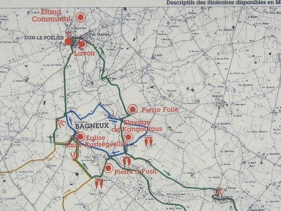Dolmen de La Pierre Couverte de Bué. Vue 46. Tour des Mégalithes, en Randonnées. Bagneux et Dun Le Poëlier. 36210.