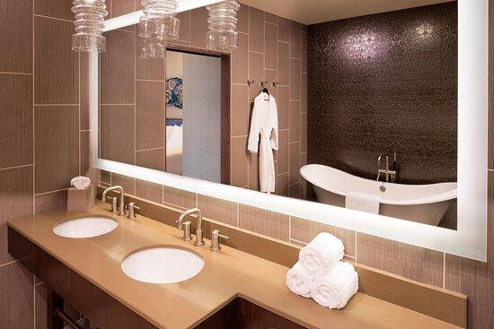 Belmont Suite Guest Bathroom