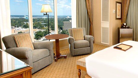 Panoramic Room Seating Area