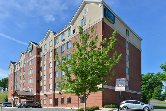Hotel Exterior Route 1 I-95 view