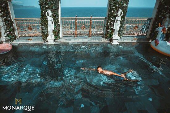 Monarque Hotel