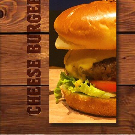 Apresentamos para você o nosso Cheese Salad Burger Chicago!   Um saboroso sanduíche elaborado com hambúrguer, queijo, alface picado e tomate.    Ah, e acompanha fritas.   Gostoso demais!   Mas para saber o quanto é bom, só experimentando aqui no #ChicagoAmericanBar ou pedindo no nosso delivery!   🥡 Estamos no IFood e WhatsApp com Delivery 📍 Rua Minas Gerais, 60 - Vila Rica -Santos - SP ⏱ Terça a Domingo das 17h às 23h 📲 13997765645 ℹ️ https://biolinky.co/chicagobarsantos   #chicago #illinois