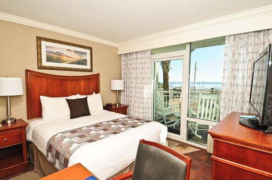 Ocean Front Queen Suite