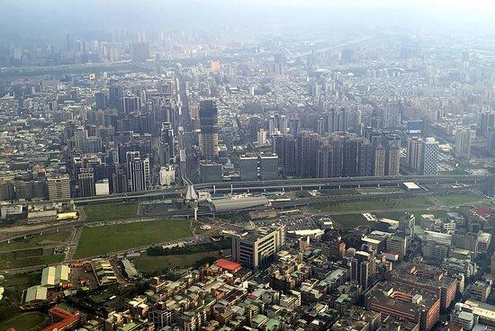 Mandarin Airlines: 新莊副都心