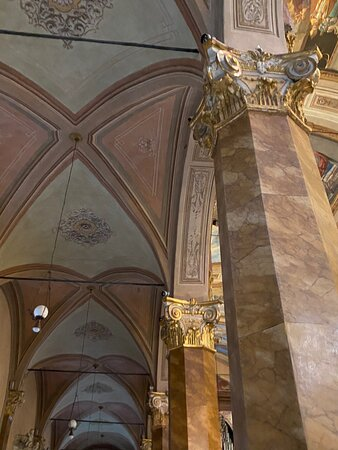 Central nave. The entire barrel vault of the central nave was frescoed in four panels by the painter Virgilio Grana, a native of Albenga, between 1859 and 1860.