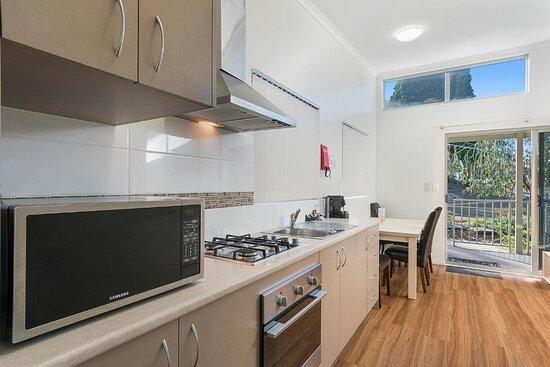 Deluxe 2 Bedroom Cabin - Sleeps 4 - Kitchen