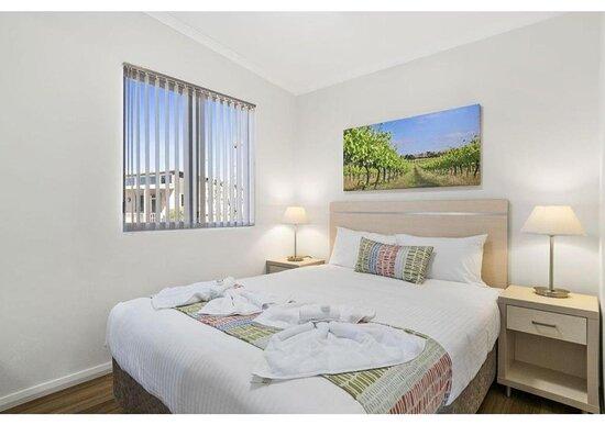 Deluxe 2 Bedroom Cabin - Sleeps 4 - Bedroom
