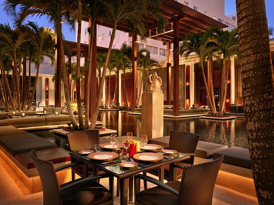 The Courtyard Restaurant Seating