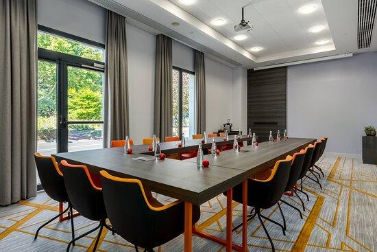 Studio 3 Meeting Room - U-Shaped Setup