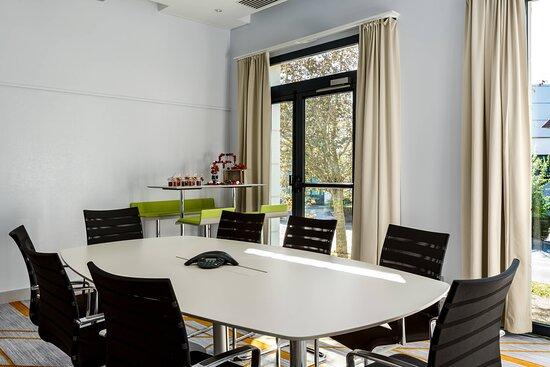 Studio 5 Meeting Room