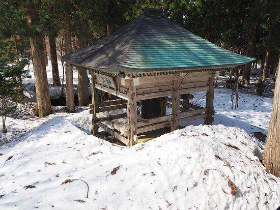 雪に覆われた鐘楼