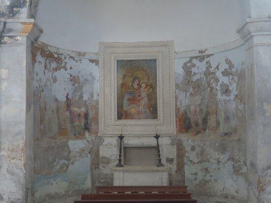 Faleria, Itálie: Interno della chiesa: il lobo orientale con l'unico affresco ben conservato
