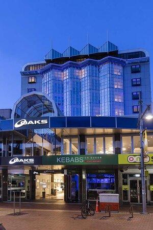 Shops and establishments outside the hotel near the entrance