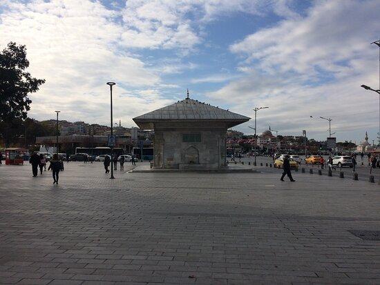 Istanbul, Turkey: Üsküdar Meydan Çeşmesi