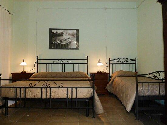 Camera 1 - vista Giardino Interno - con Bagno interno, TV, Frigo, Climatizzazione, purificatore aria, accesso al terrazo panoramico.