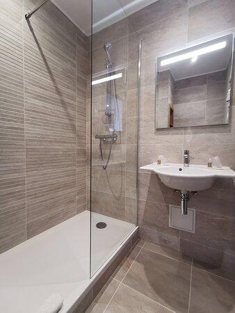 Salle d'eau avec douche à l'italienne - Chambres Supérieures