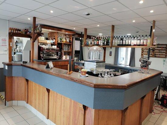 un très joli bar au centre du restaurant pour vous accueillir