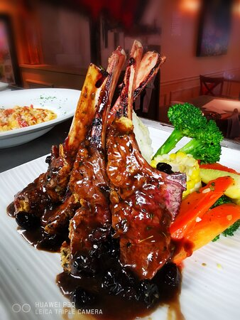Features of the Week - NZ Rack of Lamb with Port demi-glaze