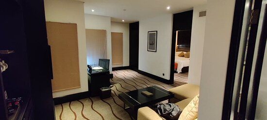 Suite Room: view of the lounge and desk from the front door