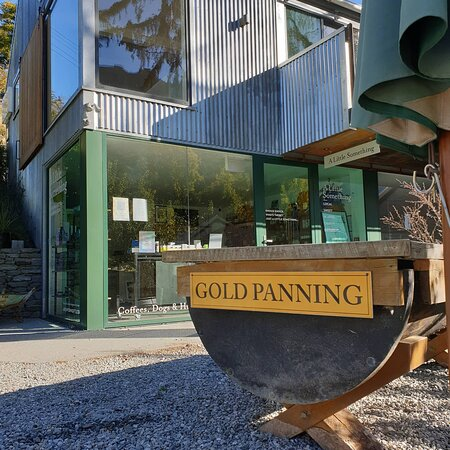Gold panning arrowtown