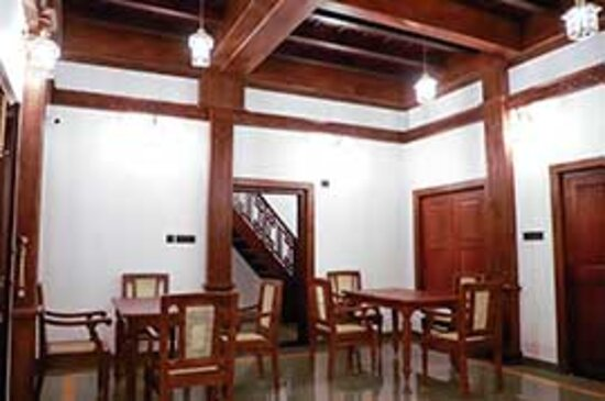 Blend of traditional & modern ambience.