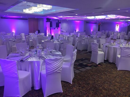 Book your Wedding for up to 300 guests!