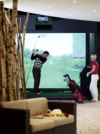 Indoor golf course