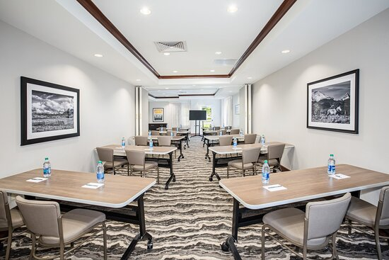 Our spacious DIA meeting room is ready for your meeting needs.